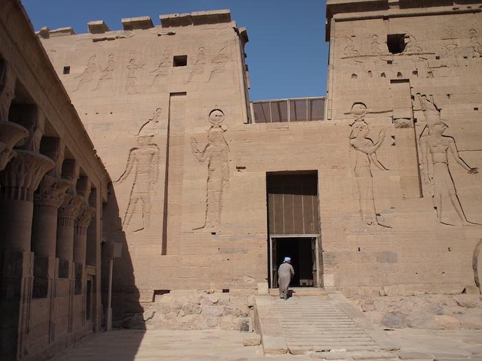イシス神殿塔門