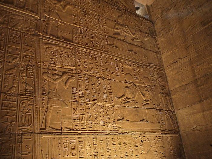 イシス神殿内部の壁画