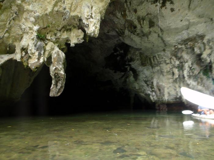 洞窟 - パラオ シーカヤック探検ツアー