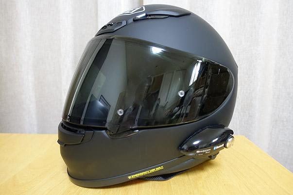 B+COM Musicを装着したSHOEI Z-7ヘルメット