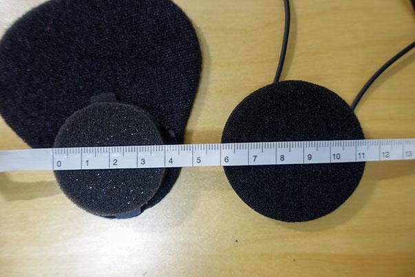 B+COM Musicの標準スピーカーとSHOEI Z-7の設置スペースの大きさ比較