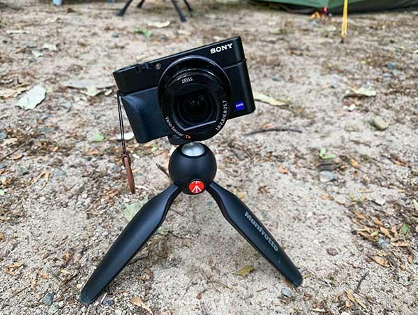 キャンプツーリングに持っていくカメラと三脚