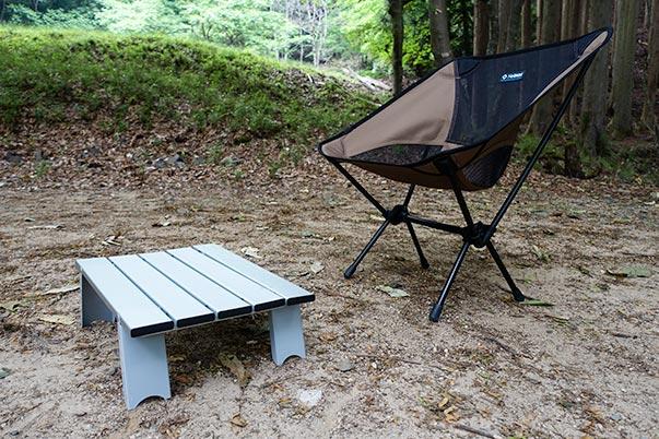 キャンプツーリングのテーブル、椅子