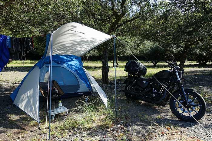 キャンプツーリングのテント「クロノスキャビン2型」