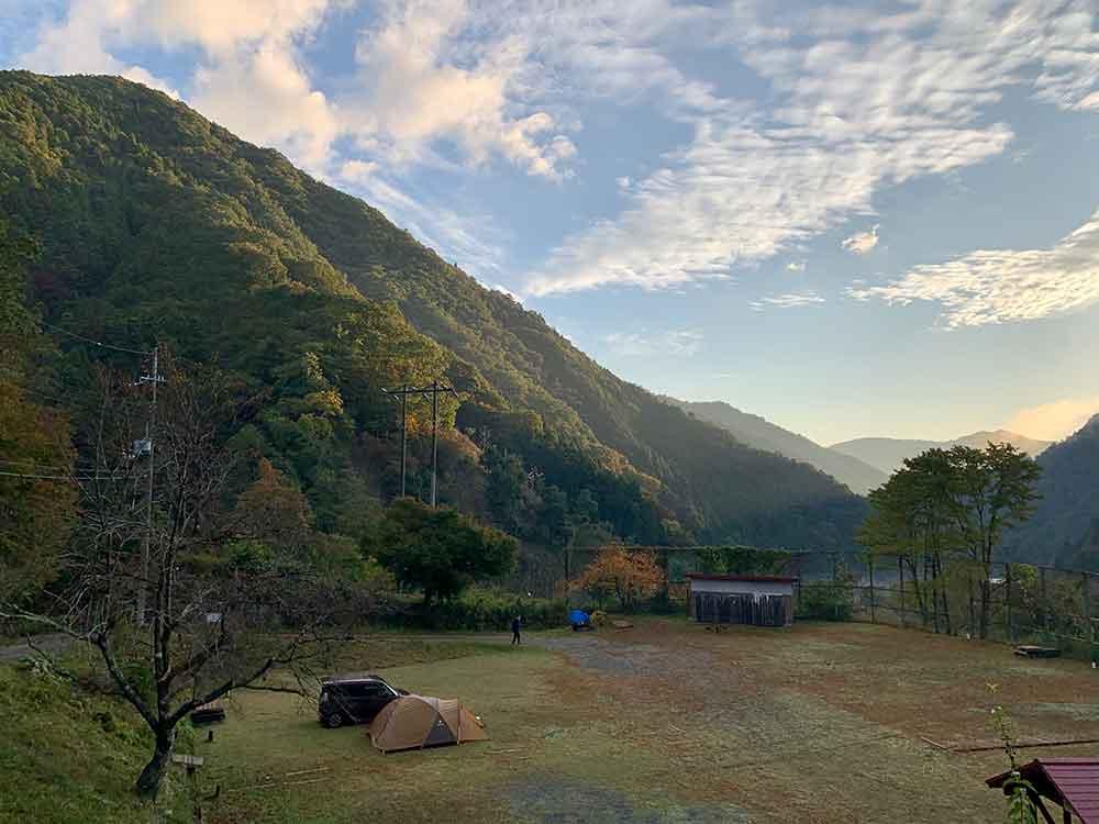 天滝公園キャンプ場の早朝、オート区画サイト