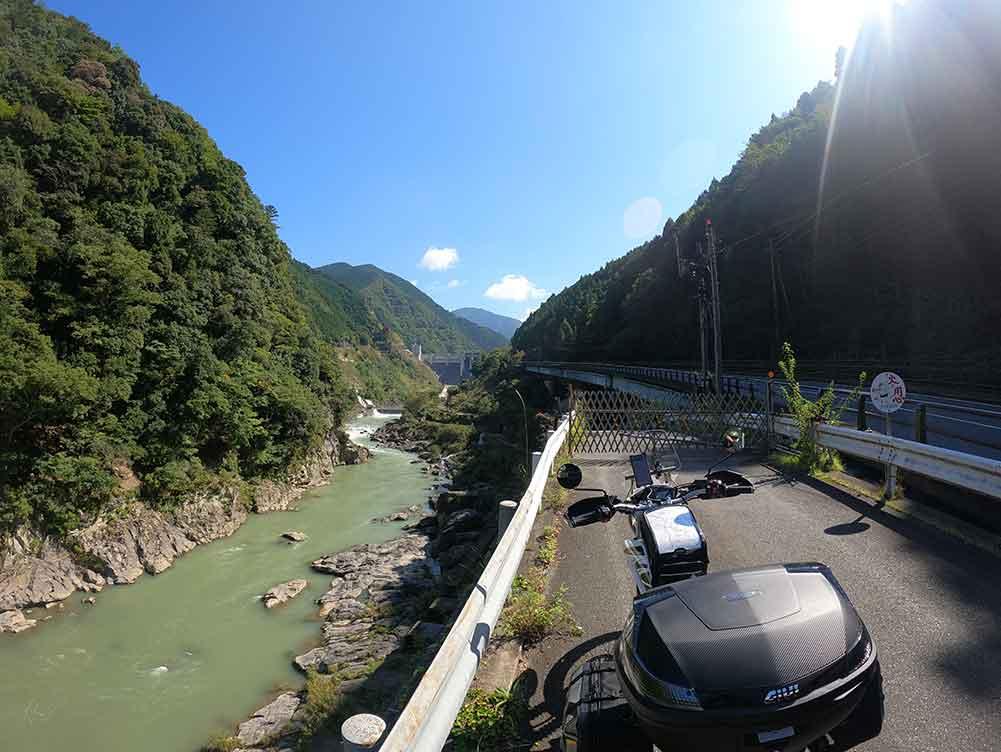 169号線から大滝ダムを望む