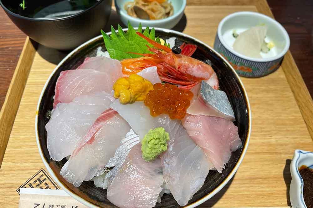 「地産食堂 ひさみ」で食べた海鮮丼