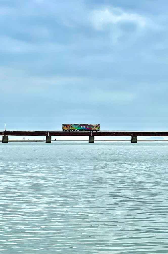 由良川橋梁を走る電車