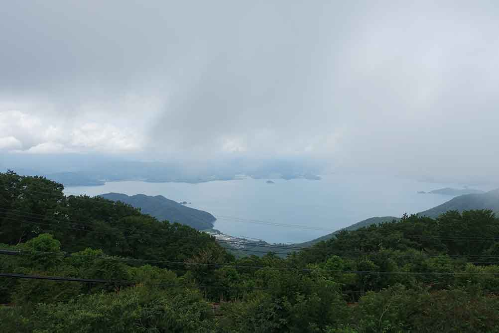 エンゼルライン山頂駐車場からの景色(ガスってる)