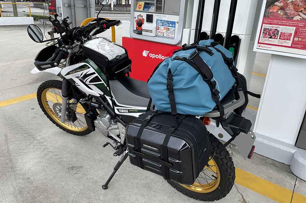 セローにキャンプ荷物を積載(サイドバッグとTTPL防水バッグ)