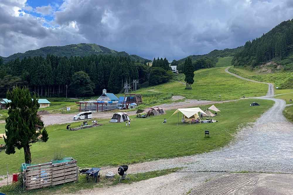 ハチ北スキー場内にあるキャンプ場「森とぼくの休日」